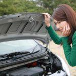 【危険】エンジンオイルが漏れる原因と対策。黒い液体に要注意。