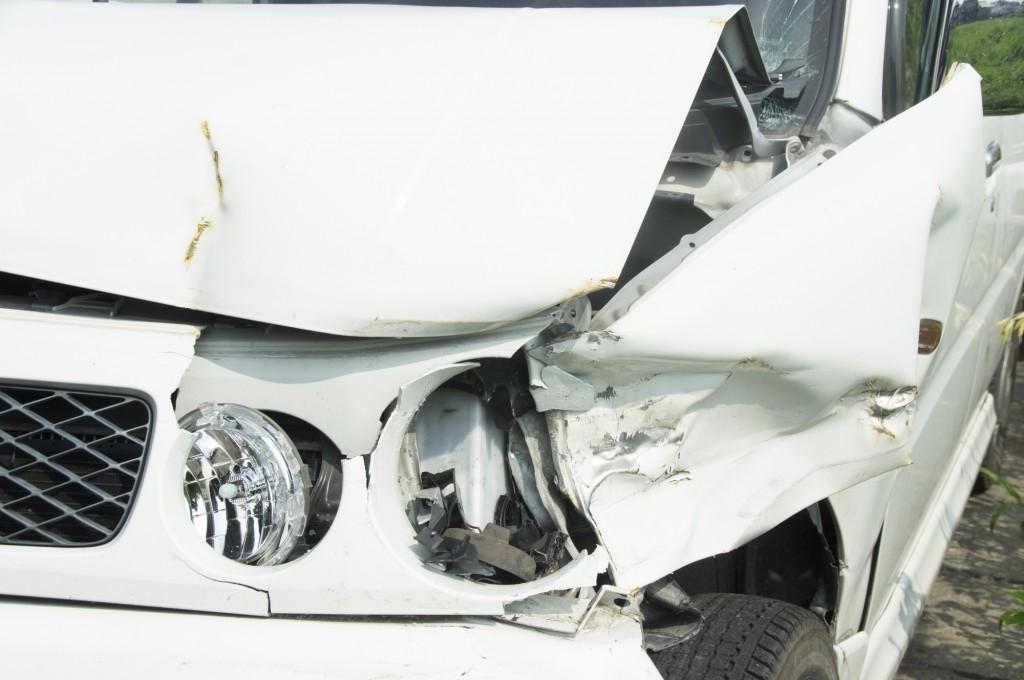 事故車修理はディーラーに依頼しても大丈夫?修理せずに処分すべき基準も解説