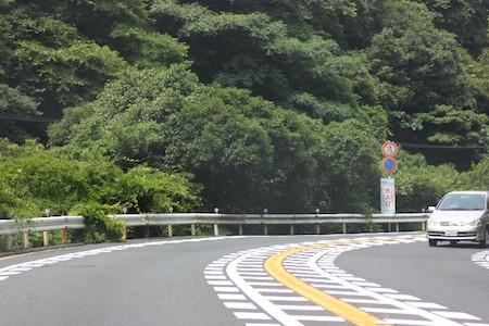 山道・峠道における車の運転の仕方や注意点
