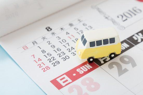 カレンダーと車