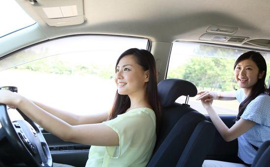 女性のドライブ