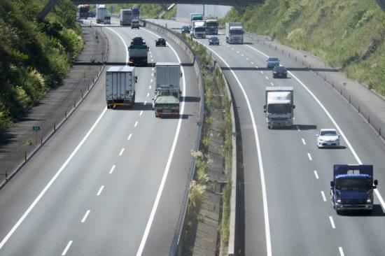高速道路での車間距離