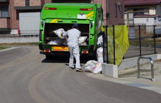 ゴミ収集作業