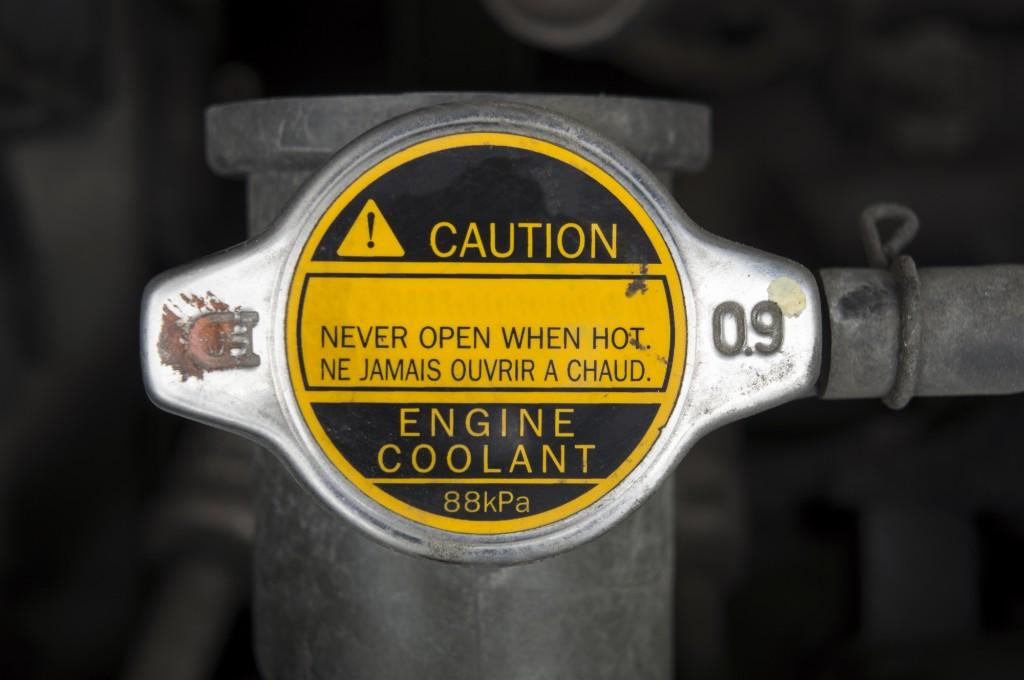 車のクーラント交換注意