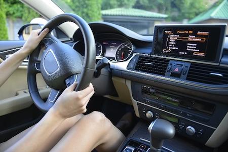 まっすぐ走る車かまっすぐ走らない車か一発で見分ける方法