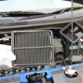 車のエアクリーナーの交換時期の目安と洗浄時の注意点