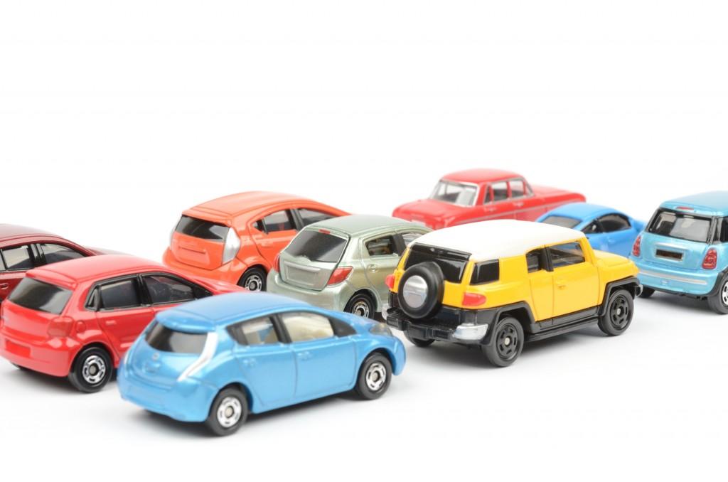 様々なカラーの車