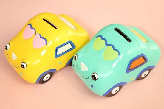 2つの車の貯金箱