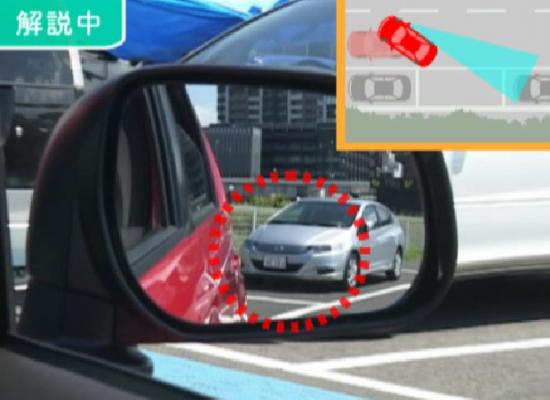 駐車枠後方の車