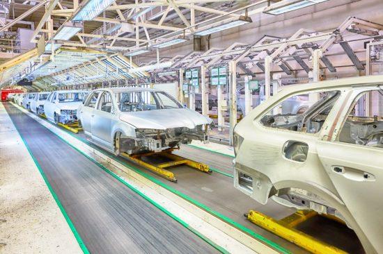 自動車組み立て工場