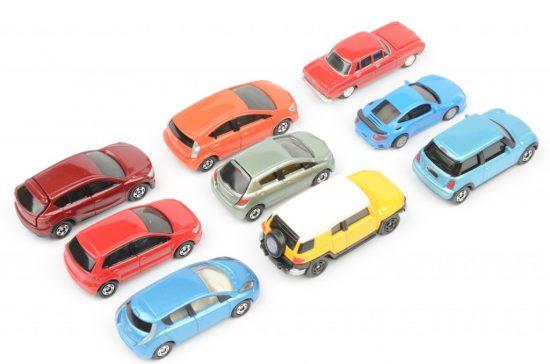 様々なグレードの車