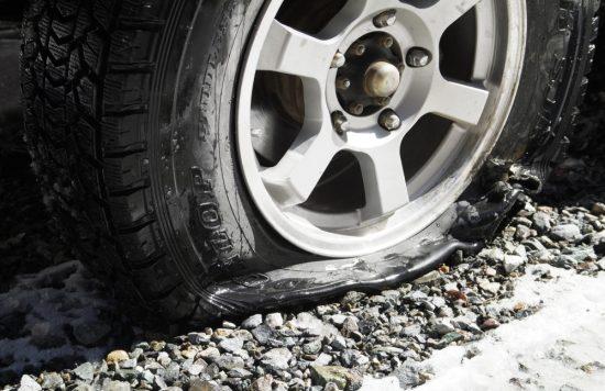 車のタイヤのパンク
