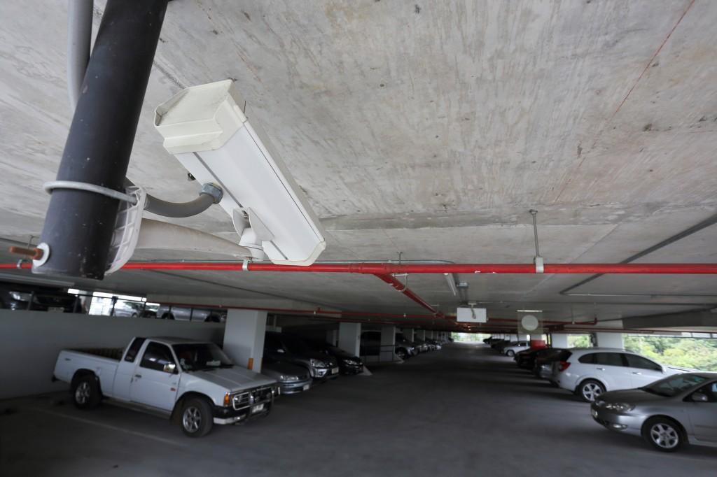駐車場の監視カメラ