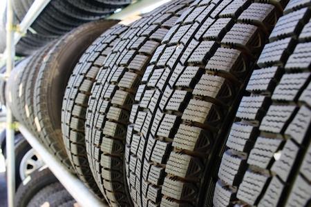 スリップサインが出ているタイヤ(溝がないタイヤ)は交換してから車の査定に出すほうが良いのか?