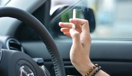 車内でタバコ