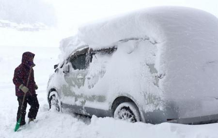 自動車のフロントガラスの凍結防止対策&グッズ紹介