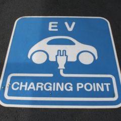 電気自動車(EV車)の充電時間や料金と充電スタンドの整備状況